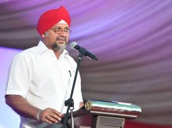 Gobind Singh Deo berucap ketika Sambutan Rumah Terbuka Vaisakhi di Padang Merbok hari ini. -Foto Bernama
