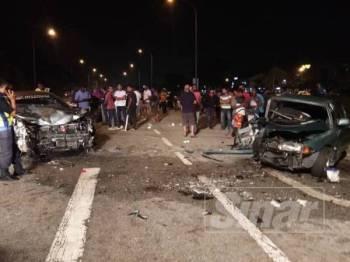 Pertembungan dua kereta menyebabkan kenderaan itu remuk di bahagian hadapan dan mengakibatkan lima individu termasuk kanak-kanak perempuan parah.