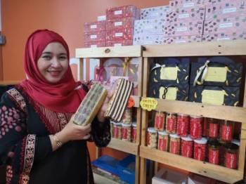 Dayang Mastura yakin jualan produk kek lapis Seni Patisserie untuk musim perayaan tahun ini meningkat sehingga dua kali ganda.
