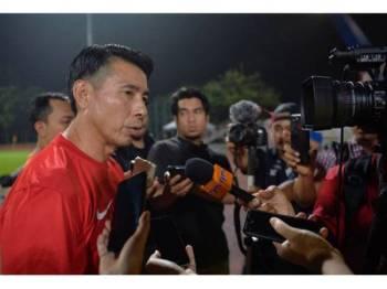 Ketua Jurulatih Harimau Malaya Tan Cheng Hoe ketika sidang media sesi latihan di Stadium Universiti Malaya Arena, malam tadi. - Foto Bernama
