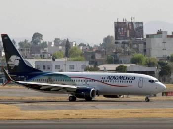 Lelaki terbabit mengadu berasa tidak sihat tidak lama selepas menaiki pesawat di Mexico City pada Jumaat lalu.