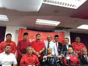 Dr Mahathir bercakap pada sidang media selepas mempengerusikan Mesyuarat Majlis Pimpinan Tertinggi Bersatu di sini hari ini.