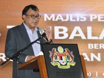 Timbalan Menteri Komunikasi dan Multimedia Eddin Syazlee Shith berucap semasa hadir Majlis Perjumpaan Bersama Warga Jabatan dan Agensi KKMM Tahun 2019 di Anjung KKMM hari ini. Foto: Bernama