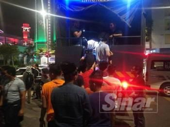 Antara PATI yang ditahan dalam operasi bersepadu di Kampung Baru, Kuala Lumpur tadi.