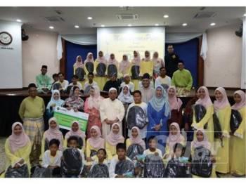 Seramai 40 anak-anak yatim dari Pertubuhan Kebajikan Ar-Rahmaniah, Hulu Selangor dirai as-Salihin, Sabtu lalu.