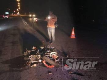Keadaan motosikal mangsa yang remuk dalam kejadian itu.