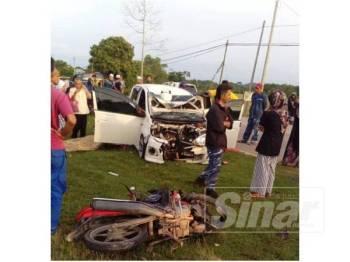 Kenderaan kedua-dua mangsa kemalangan di Jalan Kuala Krai-Batu Balai rosak teruk.