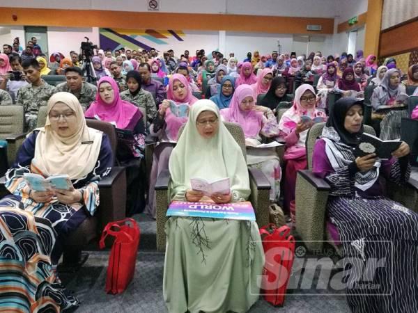 Marzialina (kiri) menghadiri Program World #QuranHour yang diadakan di PPAT.