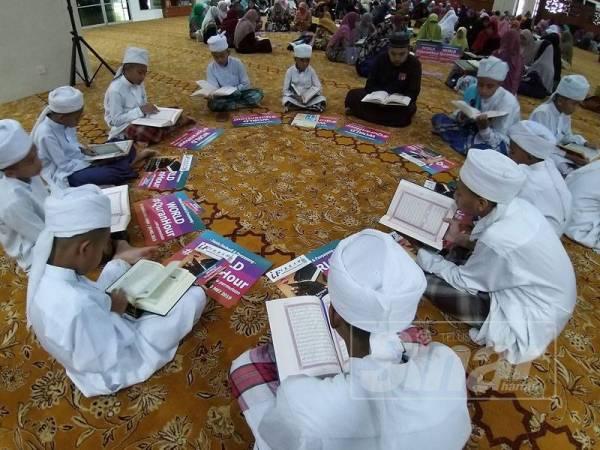 Pelajar sekolah antara yang hadir menjayakan World #QuranHour Peringkat Pulau Pinang hari ini.