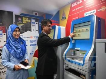 Bayaran kompaun boleh dilakukan melalui beberapa platform yang disediakan iaitu kaunter pembayaran di Ibu Pejabat MMPJ, lobi Menara MBPJ, Pejabat Cawangan Petaling Jaya Utara, aplikasi pintar Smart PJ Enforcement dan mesin kiosk.