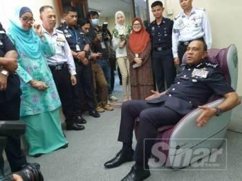 Ketua Polis Johor, Datuk Mohd Khalil Kader Mohd melawat persekitaran Residensi Kelab Polis di IPK Johor di sini hari ini.