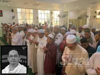 Solat jenazah ghaib untuk Mohd Zaki diimamkan oleh Ahmad bersama kira-kira 400 jemaah di Masjid Al Aziz Al Hadi Mukim Kota Warisan Berangan Tumpat.