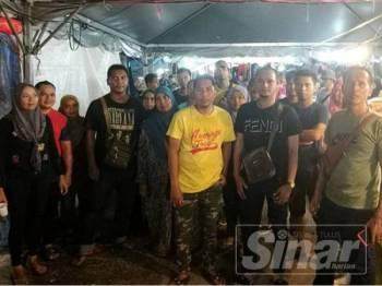 Sekumpulan peniaga membantah arahan dikeluarkan berhubung larangan berniaga pada malam terakhir Ramadan.
