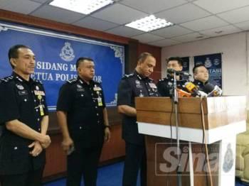 Mohd Khalil pada sidang media di Ibu Pejabat Polis Kontinjen Johor hari ini.