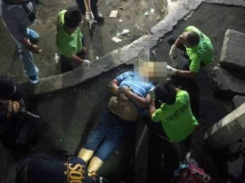 Seorang lelaki disyaki pengedar dadah dibunuh individu tidak dikenali sepanjang kempen antidadah Duterte di pinggir Manila.