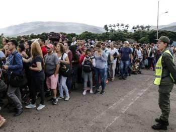 Lebih 300,000 penduduk Venezuela memasuki sempadan Colombia.