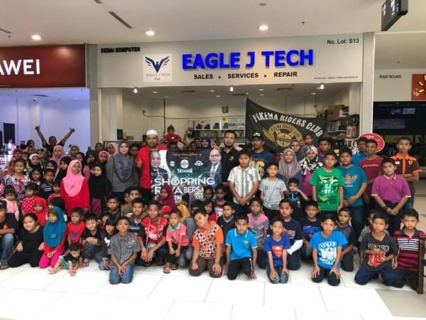 KIRA-KIRA 150 anak-anak yatim dari sekitar daerah Jelebu dan Kuala Klawang, Negeri Sembilan dibawa ke Mydin Mall. Setiap daripada mereka menerima RM120 untuk membeli koleksi raya yang diidamkan.