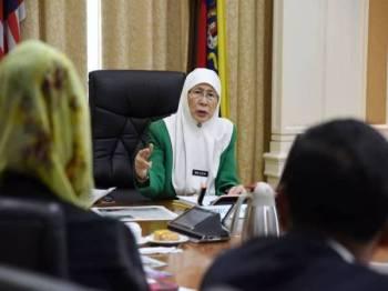 Gambar yang dikongsikan Wan Azizah di laman mikro Twitter miliknya hari ini.