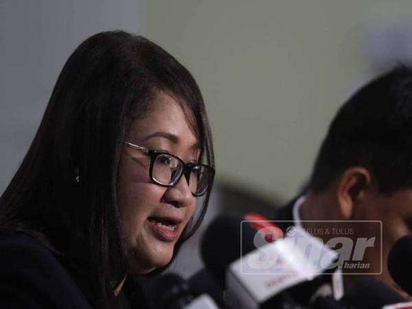 Peguam, Syazlin Mansor bercakap pada sidang media bertempat di Majlis Perundingan Melayu, Jalan Ledang Off Jalan Duta. - FOTO ASRIL ASWANDI SHUKOR