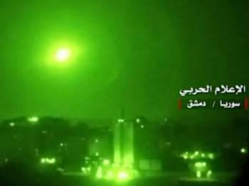 Imej rakaman video menunjukkan sistem pertahanan udara Syria memintas peluru berpandu Israel.