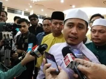 Hilman ketika ditemui media selepas majlis bacaan Yasin dan solat hajat menolak fitnah anjuran PKR di kediaman rasmi Menteri Besar Selangor di Bukit Megawati, di sini malam ini.