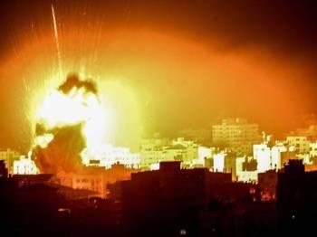 Gambar fail serangan jet Israel di sebuah lokasi di Semenanjung Gaza.