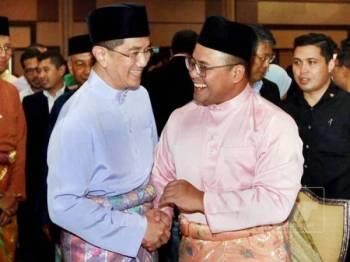 Azmin ketika hadir pada Majlis Jalinan Aidilfitri anjuran Perbadanan Kemajuan Negeri Selangor (PKNS) di Pusat Konvensyen Shah Alam (SACC) di sini hari ini.