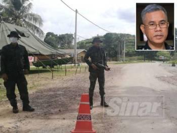 Anggota keselamatan mengawal laluan masuk ke Kuala Koh di Aring 10 di Gua Musang. - Gambar kecil: Hasanuddin Hassan