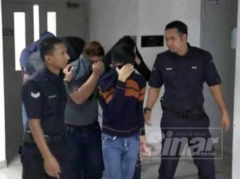 Anggota polis direman bagi membantu siasatan kes memiliki dan mengambil dadah dalam serbuan di sebuah pusat hiburan di Jalan Medeka