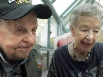 Robbins bertemu dengan bekas kekasihnya selepas berpisah selama 75 tahun.