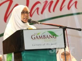 Nuridah ketika menyampaikan ucaptama pada Muktamar Tahunan Dewan Muslimat Pas Kali Ke-59 di Bukit Gambang Resort City hari ini.