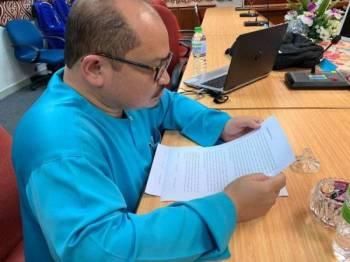 Shamsul Iskandar memberi keterangan seklama lima jam di IPK Melaka, semalam. -Foto: Facebook Shamsul Iskandar