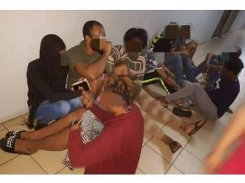 Penduduk membuat aduan kehadiran Warga Afrika menimbulkan kacau ganggu ketenteraman awam. - Foto imigresen