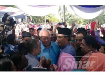 Kedatangan Najib disambut Mohamad dan pengunjung yang melaungkan 'Bossku' sehingga memeriahkan lagi suasana.