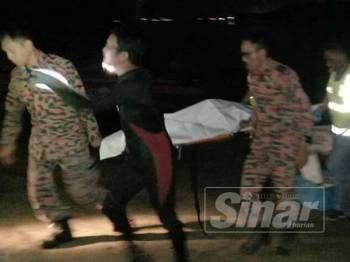 Mayat mangsa berjaya ditemui pasukan bomba. - Foto ihsan bomba