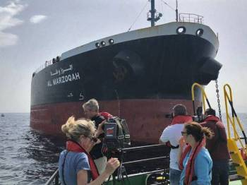 Kapal milik Arab Saudi turut menjadi sasaran serangan tersebut.