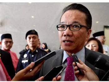 Menteri di Jabatan Perdana Menteri, Datuk Liew Vui Keong ditemubual pemberita semasa majlis ramah mesra bersama warga kluster pengurusan kehakiman dan perundangan Jabatan Perdana Menteri (JPM) di Bangunan Hal Ehwal Undang-Undang (BHEUU) hari ini. - Foto Bernama