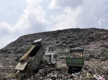 Lokasi pembuangan sampah di Ghazipur, New Delhi.- Foto Hindustantimes