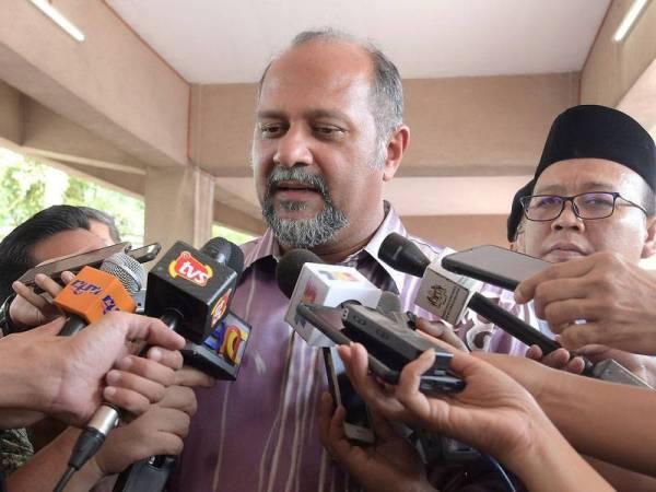 Menteri Komunikasi dan Multimedia Gobind Singh Deo ketika ditemui pemberita pada Majlis Hari Raya Kementerian Komunikasi dan Multimedia (KKMM) di Dataran Gemilang, Presint 4, hari ini. - Foto Bernama