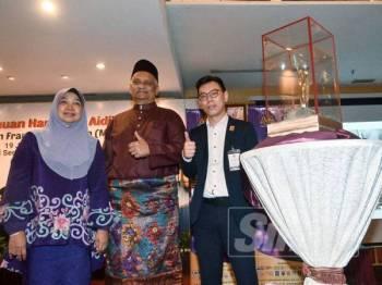 Radzali (tengah) bersama Zahtiah (kiri) dan Deric Yeo di Pelancaran dan sidang media Anugerah Francais Malaysia (AFM 2019) di Hotel Seri Pacific, Kuala Lumpur semalam. Foto: Sharifuddin Abdul Rahim