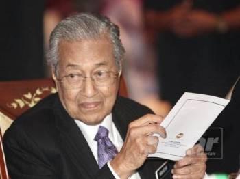 Perdana Menteri, Tun Dr Mahathir Mohamad pada Majlis Hari Raya Jabatan Perdana Menteri, di Puspanitapuri, Dewan Seri Endon Putrajaya di sini hari ini. - FOTO ZAHID IZZANI