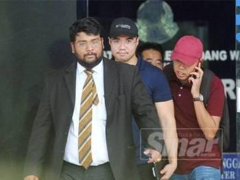 Haziq Abdullah ketika keluar dari Ibu Pejabat Polis Daerah Dang Wangi baru-baru ini. - FOTO ARKIB ROSLI TALIB