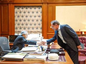Anwar bertemu Dr Mahathir di Pejabat Perdana Menteri di Bangunan Perdana Putra, Putrajaya hari ini.