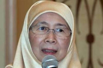 Timbalan Perdana Menteri Datuk Seri Dr Wan Azizah Wan Ismail berucap pada Program Wacana Ilmu Sri Satria di kediaman rasminya Sri Satria hari ini. - Foto Bernama