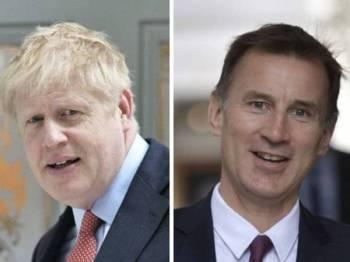 Johnson (kiri) dan Hunt akan bersaing untuk merebut sokongan ahli parti Tory.