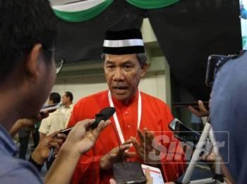 Mohamad ketika ditemui media di Muktamar Tahunan Pas ke-65 di Stadium Tertutup Kompleks Sukan Pahang (Sukpa) di Indera Mahkota, di sini, hari ini.  - Foto Sinar HarianASRIL ASWANDI SHUKOR