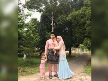 Nadya bersama keluarga.