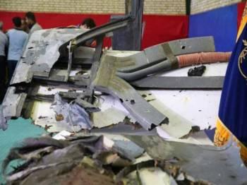 Iran menunjukkan serpihan dron Tentera Laut AS yang ditembak jatuh pada Khamis lalu.