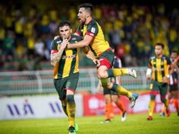 Fernando (kiri) bantu Kedah bawa bekalan satu gol ke Jengka pada aksi timbal balik 30 Jun ini. -  FOTO FB KFA
