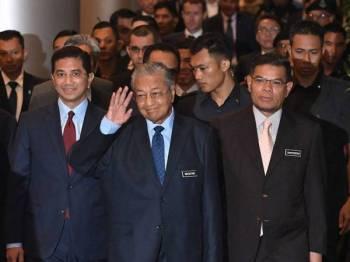 Perdana Menteri Tun Dr Mahathir Mohamad hadir pada Persidangan Minyak dan Gas Asia Ke-20 (AOGC 2019) di Dewan Plenari, Pusat Konvensyen Kuala Lumpur (KLCC) hari ini. - Foto Bernama